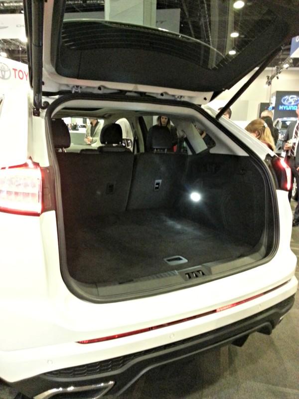 ford-edge-back