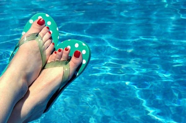 EIEIHOME Pool Flip Flops