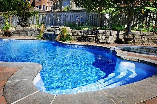 7 Great Reasons Why You Should Consider Building a Backyard Pool