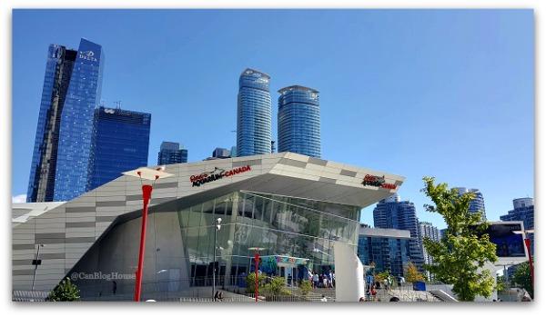 Ripley's Aquarium Toronto Skyline