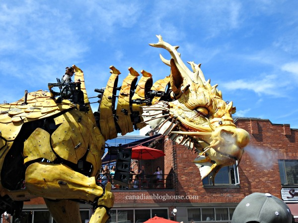 La Machine's Kumo And Long Ma Invade Downtown Ottawa! #LaMachine