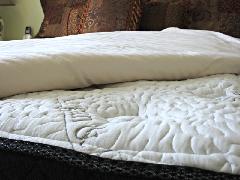 Closeup Logan and Cove luxury mattress