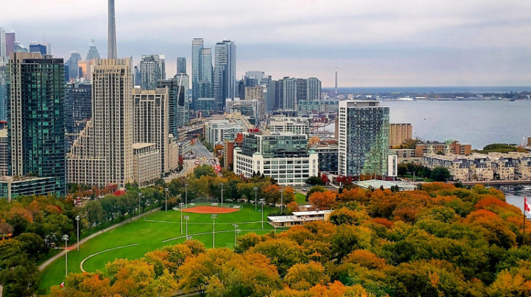 Toronto-Skyline-Canadas-Downtown