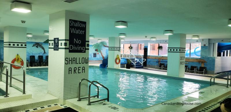 Chelsea-Hotel-Toronto-Family-Pool